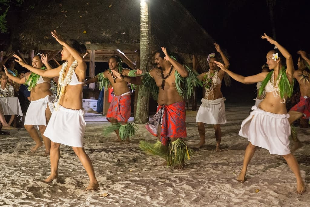 Tahiti tandem tour - Our Motu BBQ included a traditional Polynesian dance.