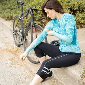 bella short sleeve jersey shown with matching arm sleeves for versatile sun cycling sun protection